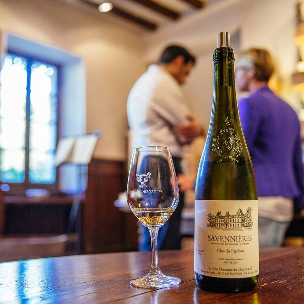 Escapade - Guided tours and prestige tasting workshops of 5 wines.