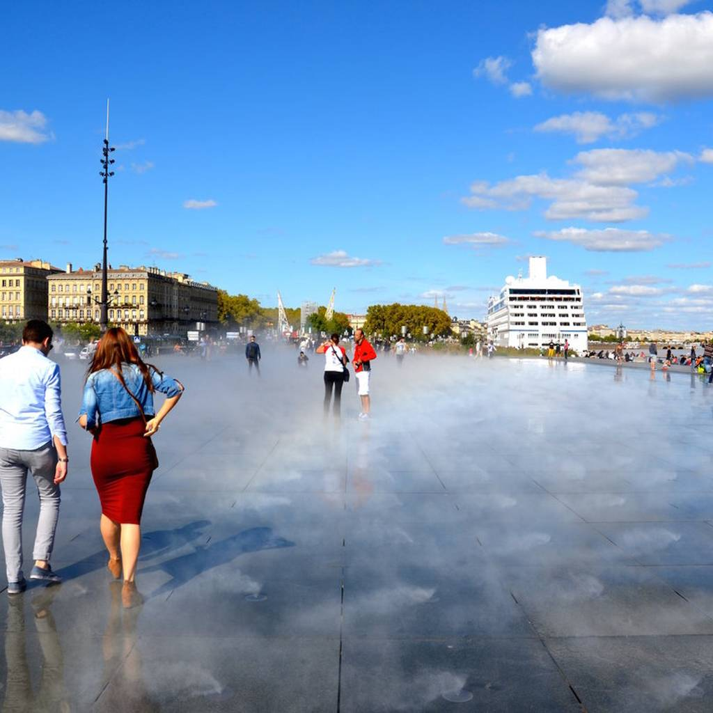 - Bordeaux guided tour : Emblematic monuments