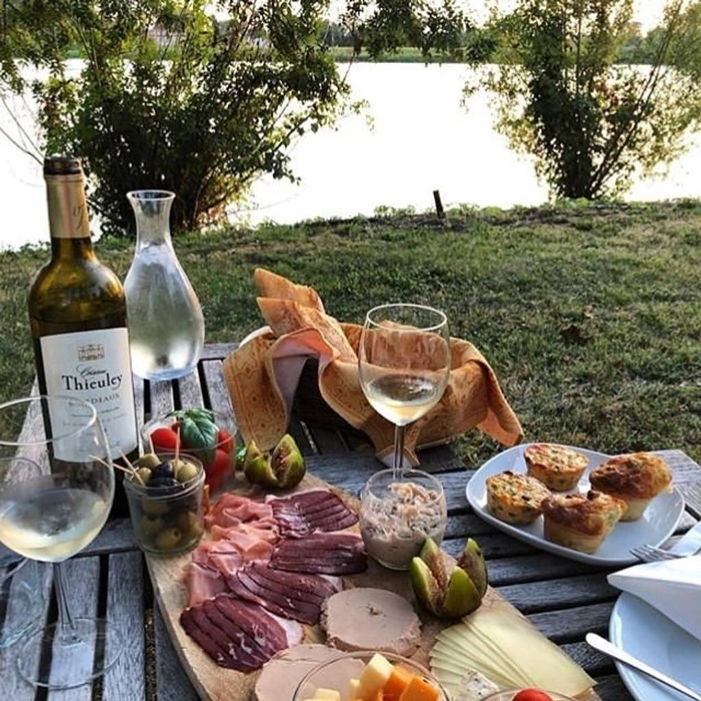 - A Thursday evening in the vineyard of Château Thieuley