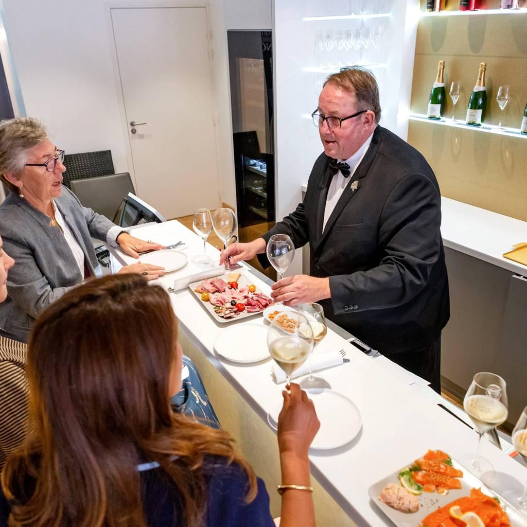 - Pierre Mignon champagnes group masterclass