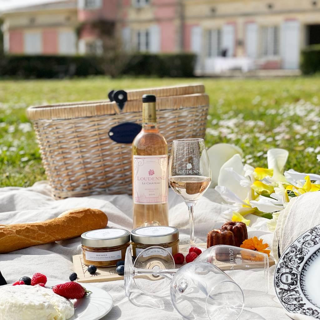 - ブドウ園の中心部を訪れ、試飲してからピクニック