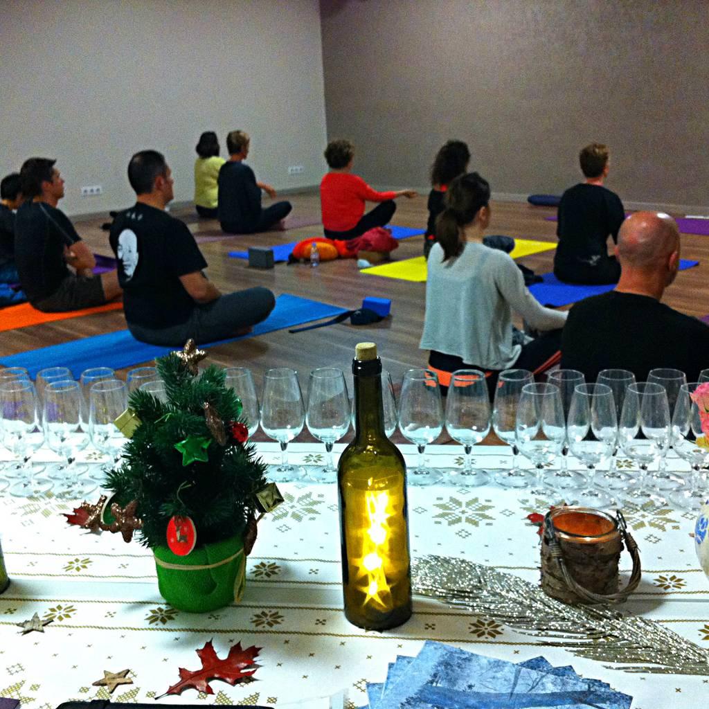 - Soirée yoga & vin en visio pour la Saint-Valentin