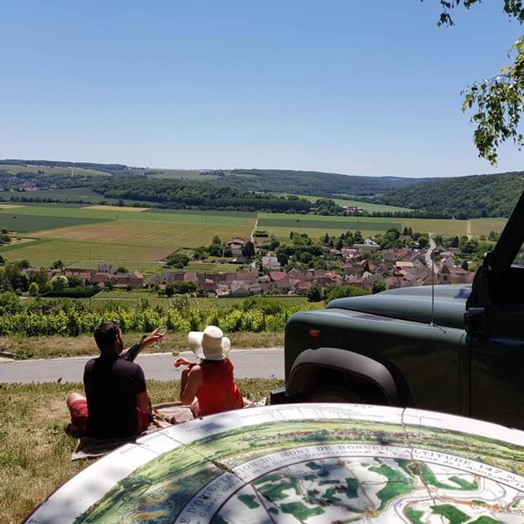 Discover our Champagne with a Land Rover