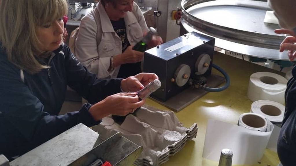 Make your Champagne! Disgorgement instants