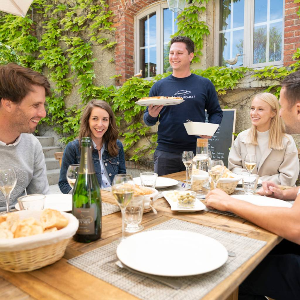 - Champagne tasting class and lunch near Epernay
