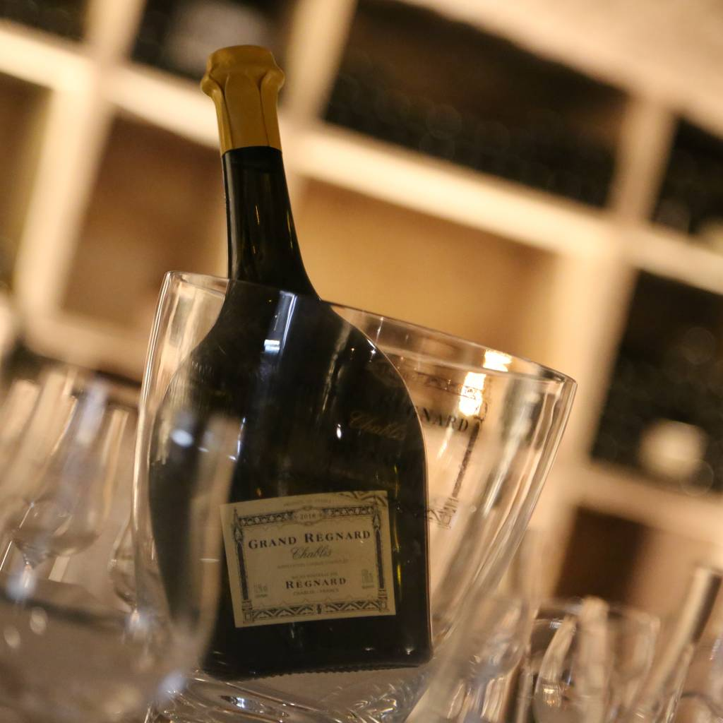 - Pouilly-Fuissé: Private Visit and Tasting and Lunch or Dinner in the Salons of the Pavillon