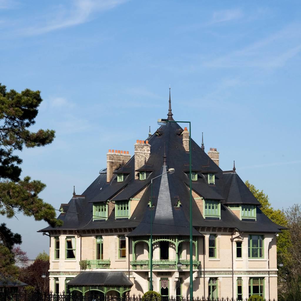 """- Freier Besuch der Villa Demoiselle und der kurzlebigen Ausstellung """"Blooming"""" sowie Doppelverkostung"""